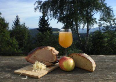 Steirische Jause mit Most bei Urlaub am Bauernhof Grabenhofer