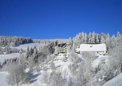 Urlaub am Bauernhof Grabenhofer mit Schnee bedeckt